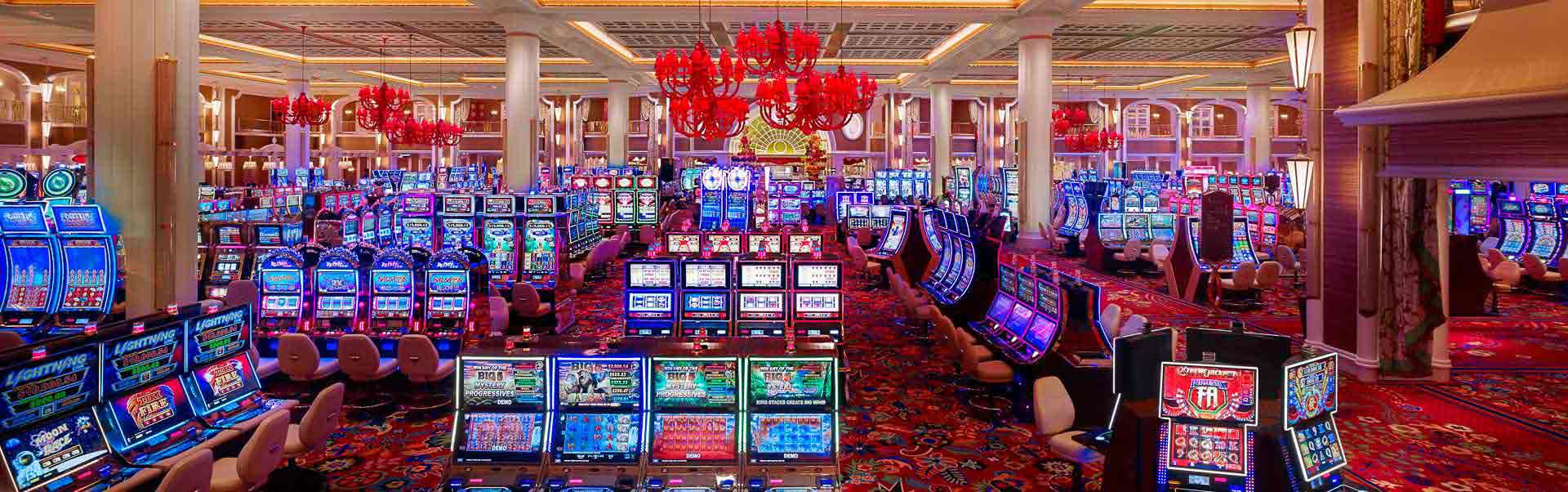 Main advantages of playing online slots from home