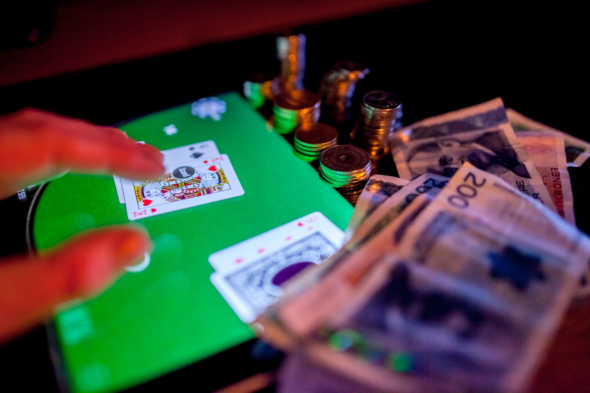 Acquiring Knowledge and Advice on Online Casino