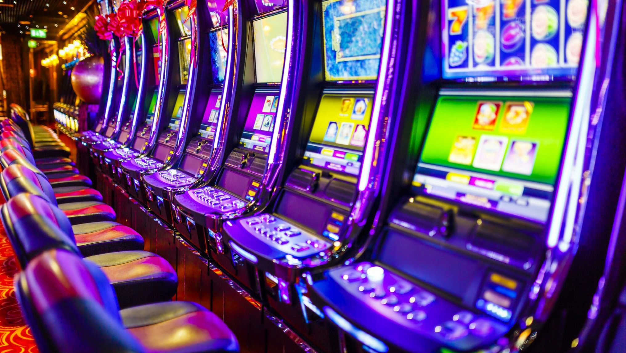 How to Hit A Jackpot When Playing Slot Machine Games Online?